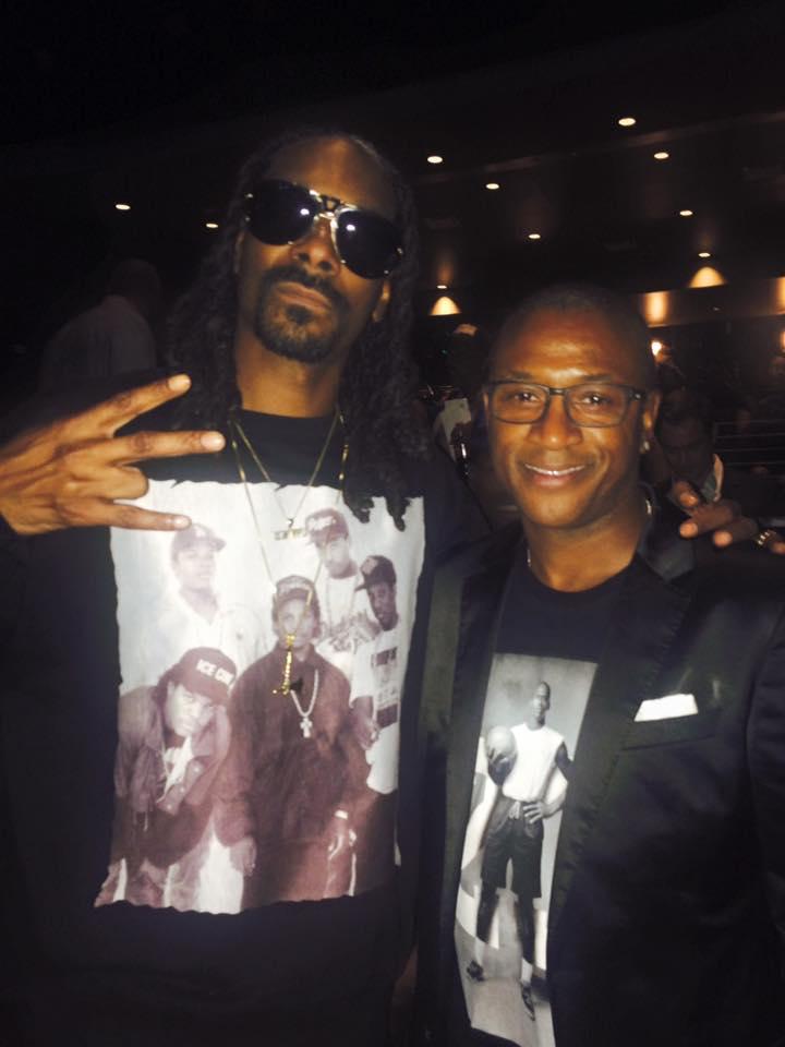 Blast hangin' w/ @SnoopDogg at @ComptonMovie premiere Mon night in LA.  #StraightOuttaCompton headed 2 awards this yr http://t.co/70OKFIHzwc