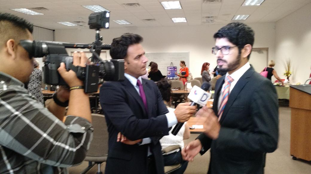 Andres Ruiz @ConsulMexMia interviewed by @UnivisionSWFL #immiiac #inthe239 http://t.co/aGSaIncZjy