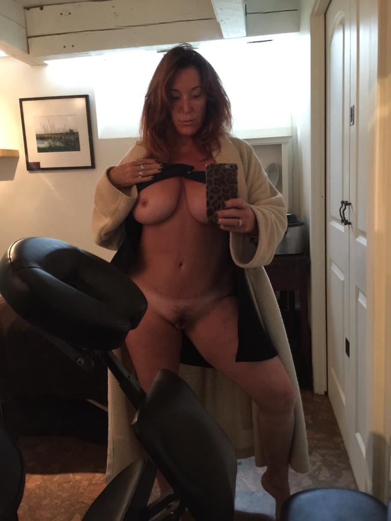 Slut wife talking with hubby while stranger fucks her 1