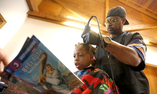 An Iowa barber allowed kids to pay for their back-to-school haircuts by reading to him: http://t.co/CGMad8AmEZ http://t.co/uGGNUNmNUg