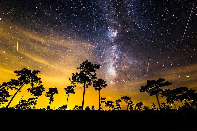 幻想的な流れ星