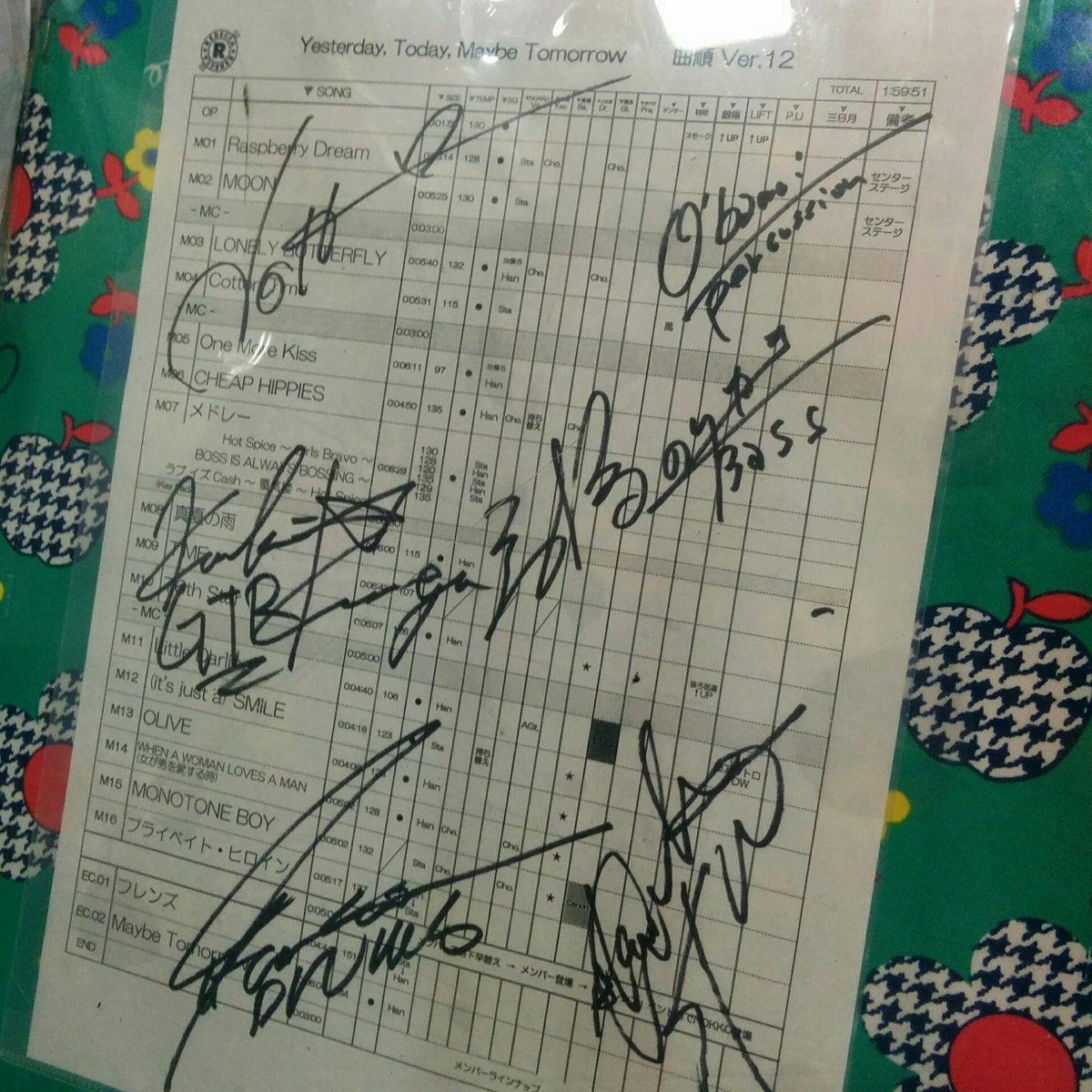 レベッカの衣装つくったら、セトリに全員のサインもらったって自慢された http://t.co/z3bnquynWZ
