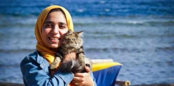 Esraa El-Taweel's life is endangered at an Egyptian Prison I want them to release her http://t.co/oY5iC3qWxd http://t.co/D0KragunKo
