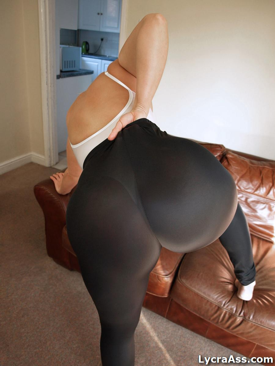 Love her arsch in leggings lower back