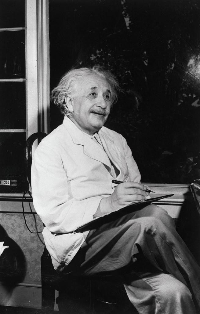 Albert Einstein On Twitter Waow Many People Believe Alberteinstein Was A Lefty But Theres No Proof Of That Lefthandersday T Coocnlasap