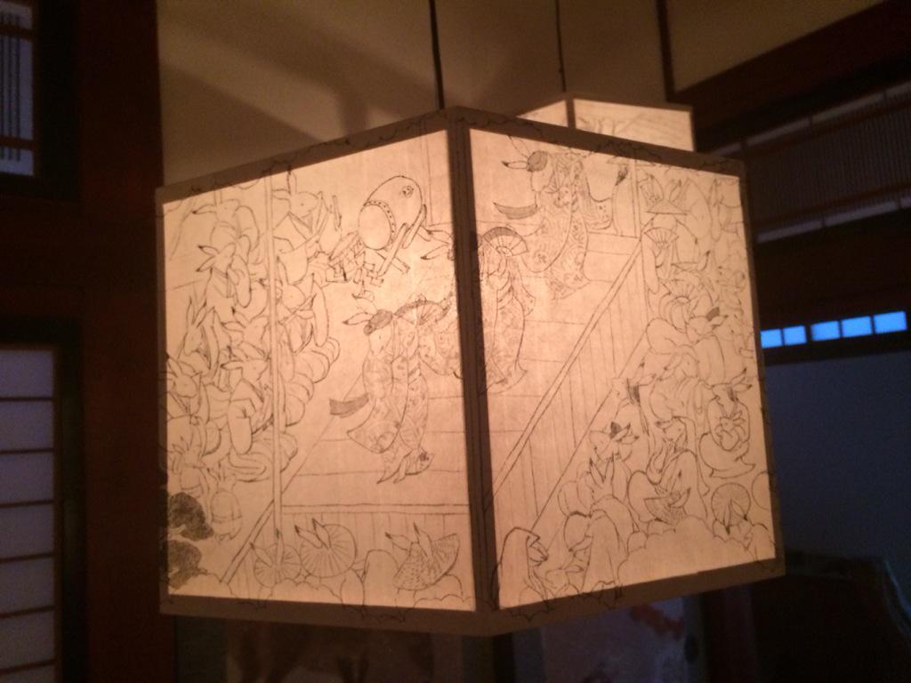 越後には京都にも残っていないような藝能が山の中に残っていて、女谷につたわる綾子舞は出雲阿国の歌舞伎踊り以前の北野天満宮のややこ踊りの形を残している。『京につながる越後妻有郷』田中望さん筆の描かれた綾子舞のモチーフ。 http://t.co/1NeLf0Fu64