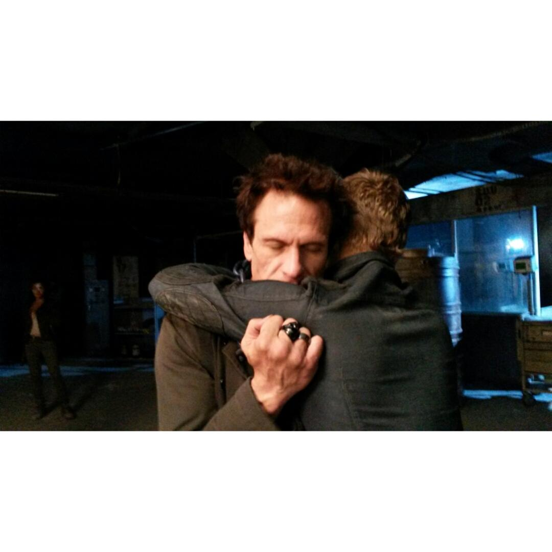 BTS - @SMerrells & @MrChrisEgan share a hug after all that went down in 206. @DominionSyfy @VaunWilmott #Dominion http://t.co/jA44zMGyOI