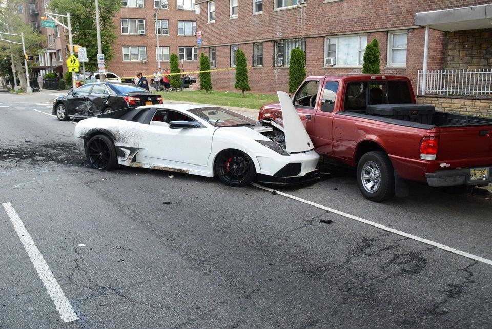 Jersey City : Lame borghini center car accident Jersey City