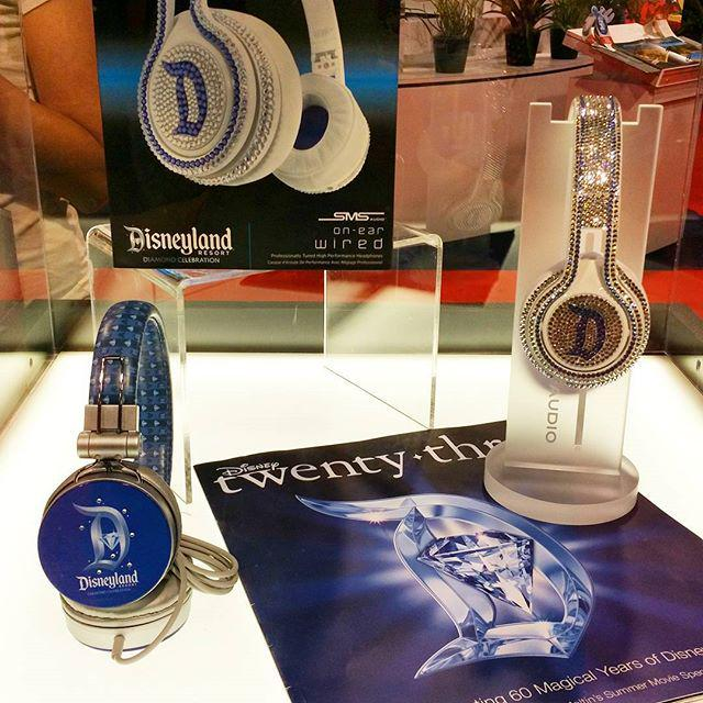 D23 2015 Merchandising , conditions des ventes - Page 5 CMY4NkuWwAAisrf