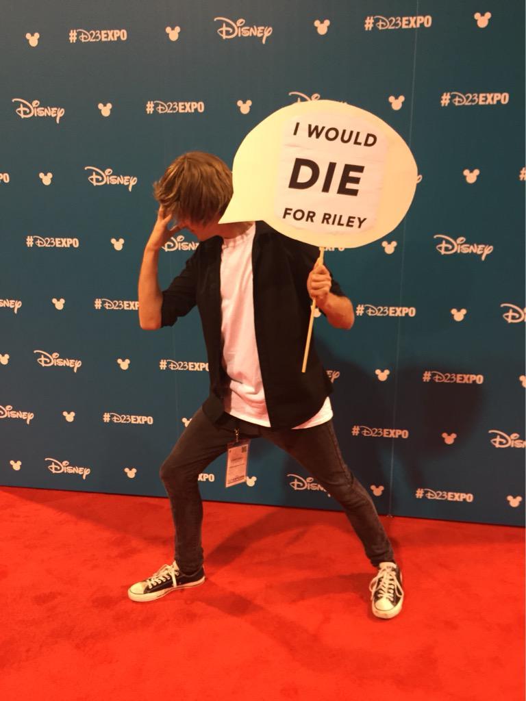 ライリーのためなら死ねる  #D23Expo http://t.co/Q1XJMDYVeK
