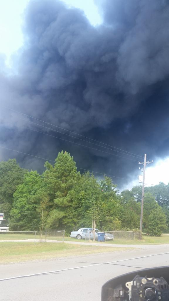 Closer photo to the smoke coming from an explosion in Conroe http://t.co/O4wCC0q7Ry