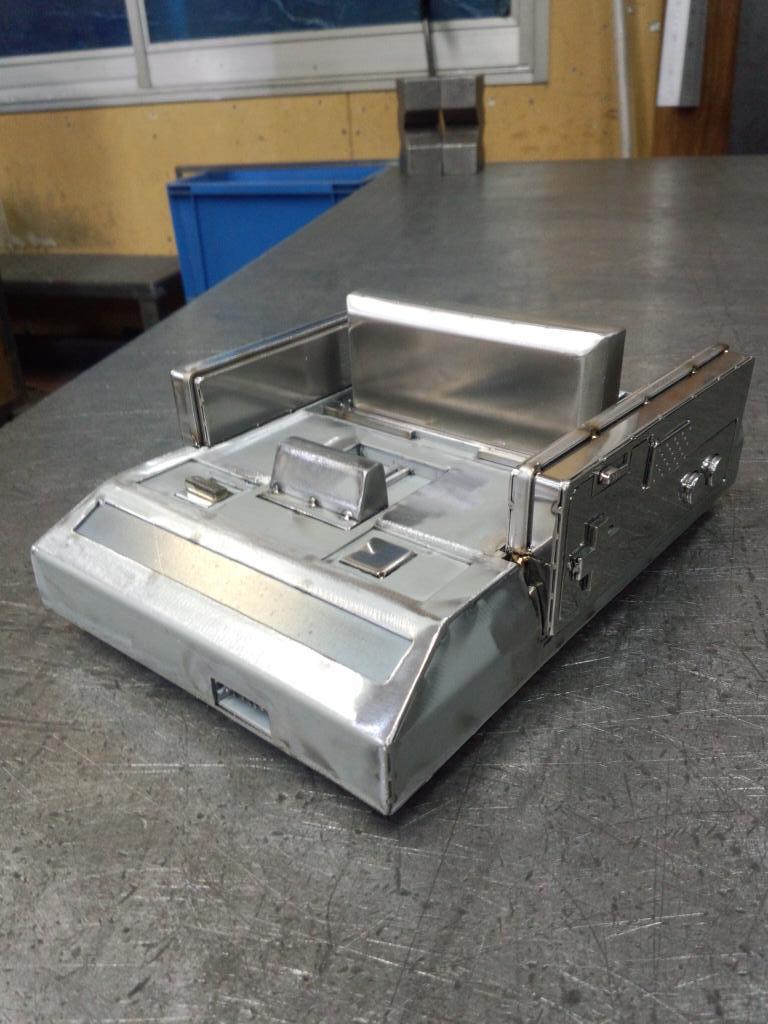 鉄板でファミコン完成 錆びたらいい味でるかも pic.twitter.com/qGCC7MbfgR