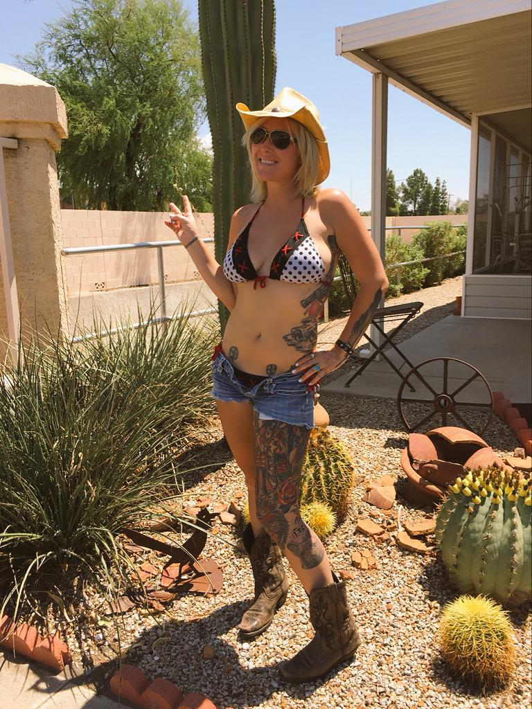 Shannon Gunz On Twitter Summer In The Desert It S Hot I M Talking 115f Daisydukes Cowboyboots Summer Arizona Http T Co 1ldevk3dtt Chad gray shannon gunz️ (@graygunz) • instagram profile shannon gunz (gunz3432) shgurr gunz30 photos et images de miley cyrus visits hits 1 in shannon gunz united shannon gunz net. shannon gunz on twitter summer in the