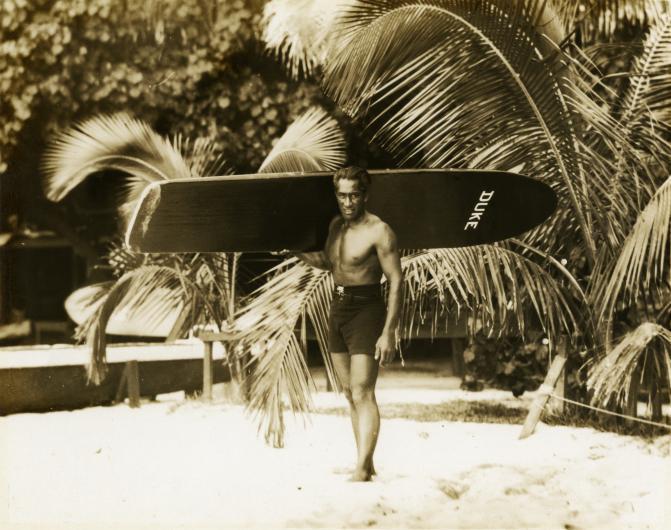 Surfista Duke Kahanamoku
