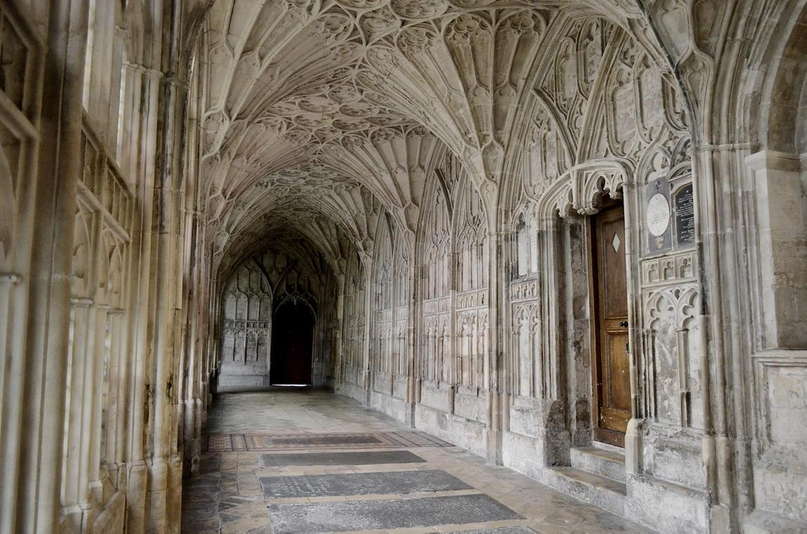 The incomparable cloisters of Gloucester cathedral. Designed for the monks eyes only! Such beauty http://t.co/gFNF0PDEBV