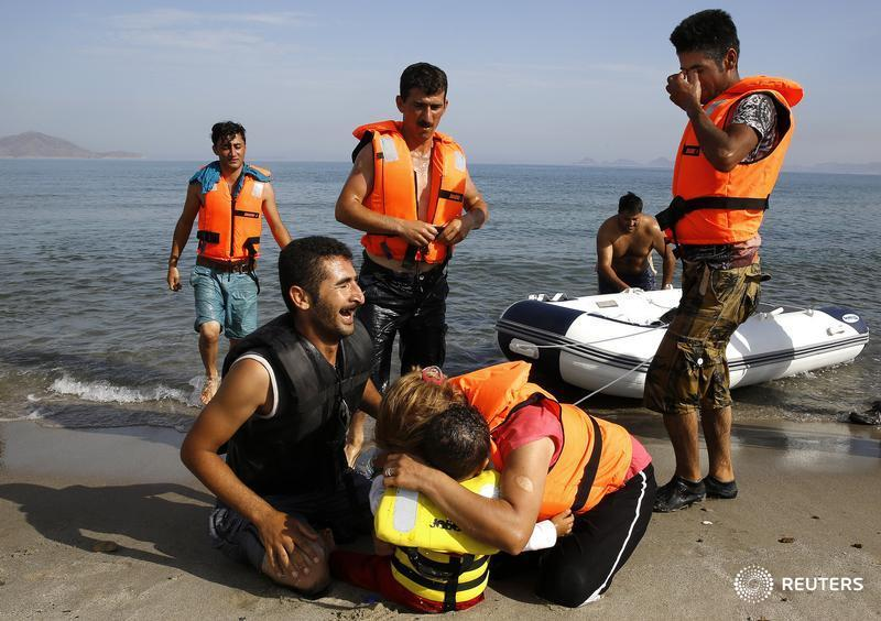 Yannis behrakis on twitter iranian migrant cries next to his son yannis behrakis on twitter iranian migrant cries next to his son and wife moments after migrants from iran landed in kos reutersyannis behrakis thecheapjerseys Image collections