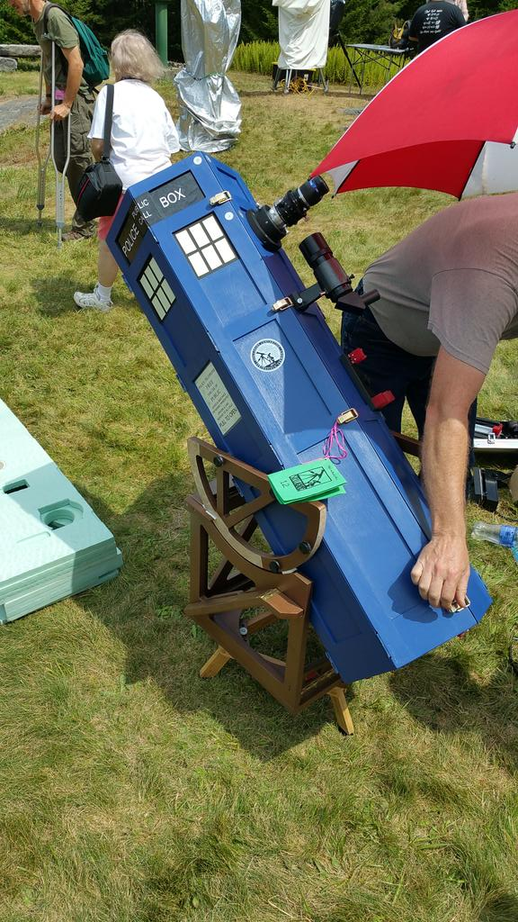 """Fantastic Tardis #telescope at #Stellafane.  Love the creativity! #doctorwho 10"""" on the outside and 32"""" on the inside http://t.co/n1imKNMZnF"""