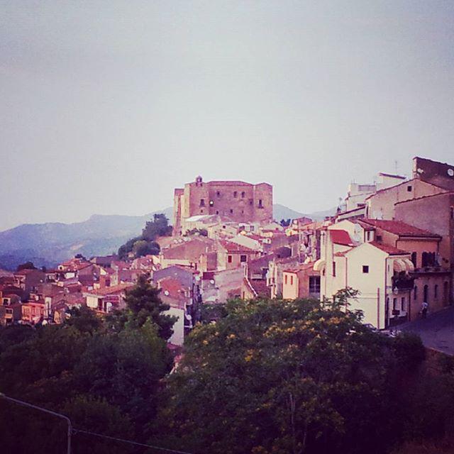 #castelbuono #sicilia #ypsigrockfestival #Ypsigrock #ypsi15 #iguessimstillateenager #ilfuturoègianostalgia #festiva… http://t.co/pUk6YBFFjy