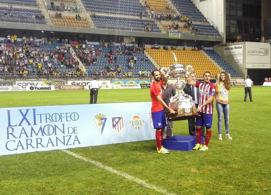 Atletico De Madrid على تويتر Koke Y Juanfran Recogen La Copa Del
