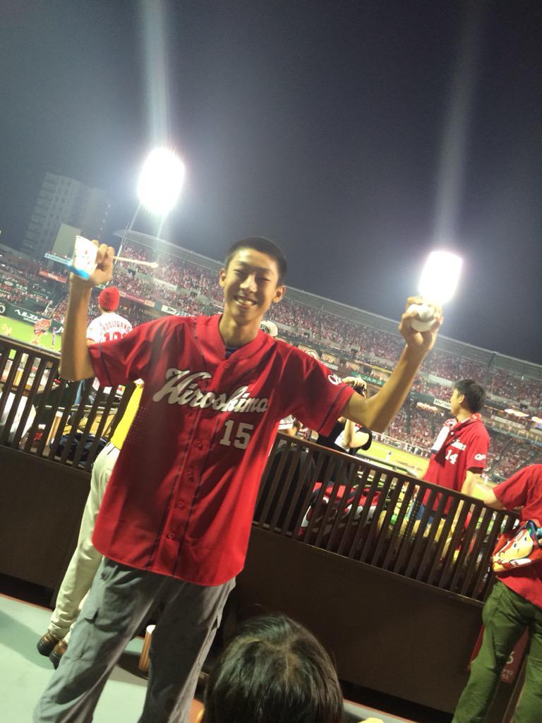 新井さんのホームランボール\(^o^)/すごいー!! http://t.co/2IE8C1GiR6