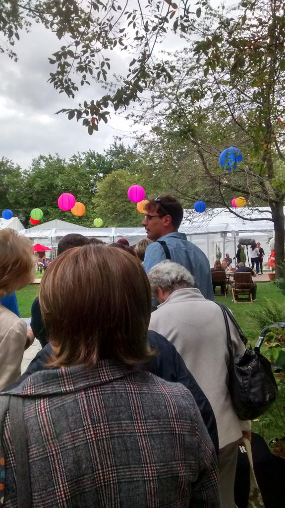 I'm in the queue to see @matthaig1 via @sdowdtrust - its busy! #edbookfest http://t.co/YfhEtdawqc
