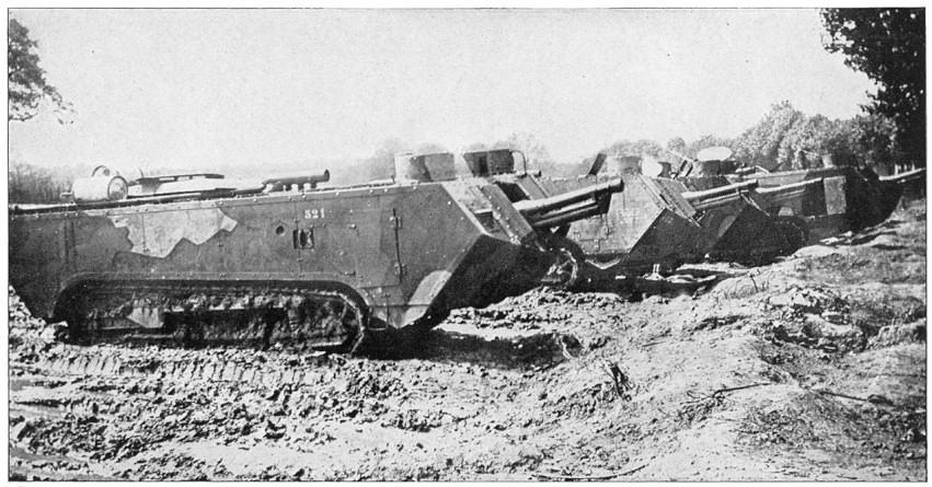 サン・シャモン突撃戦車 フランスが第一次世界大戦に実戦投入した戦車その2。砲塔さえ戦車にはない黎明期のくせに電気モーターで両軸無段変速とかいう高級な車体をしている。なお車体の長さの割にキャタピラが短すぎて肝心の地形突破力が劣悪の模様
