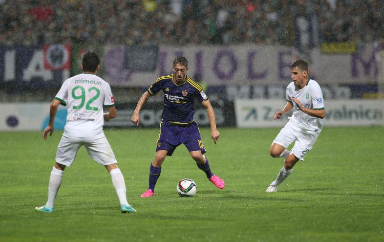 Ibraimi is surrounded by two opponents