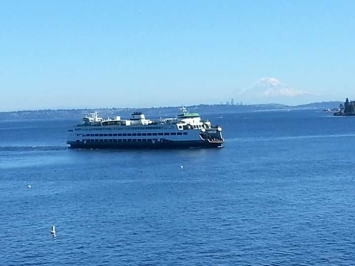@wsferries #WSFcontest ....ferry coming into Kingston from Edmonds. Mt. Rainier and Seattle in the background. http://t.co/v17MMaWN2L