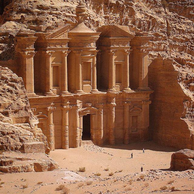 The legend.  #Petra #Jordan #travelmore http://t.co/9BMce6Svr8