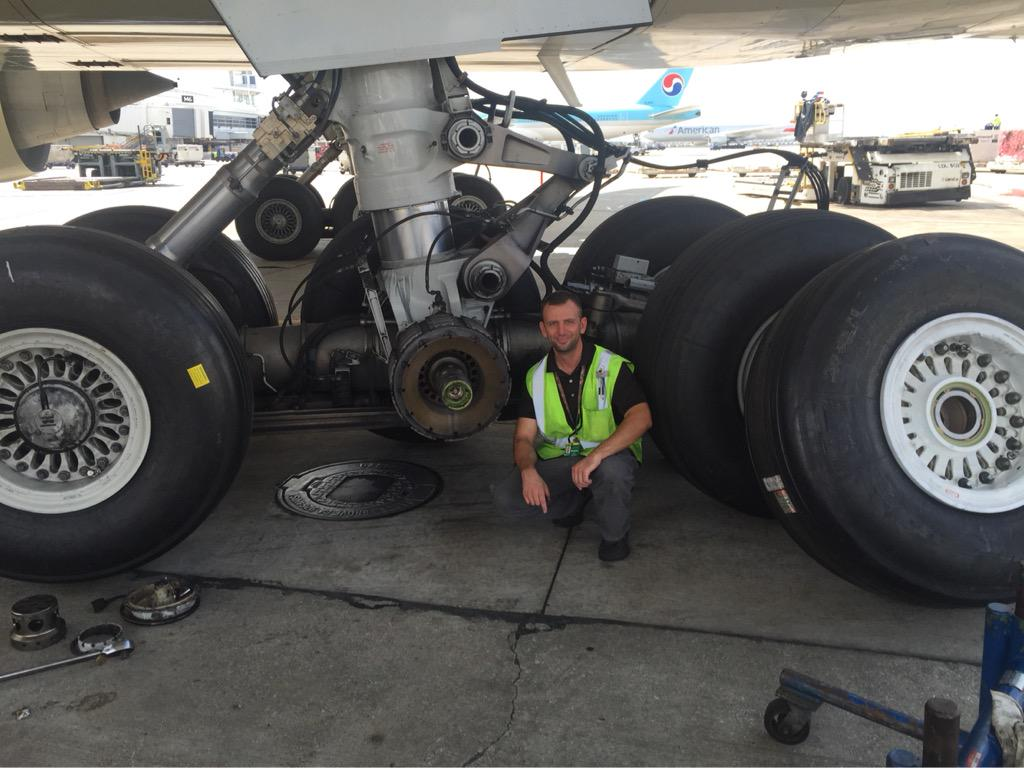 B777-300ER - changing 3 tires on this beast today. #BOEING #777 #ORD http://t.co/Az1hGHVhBp