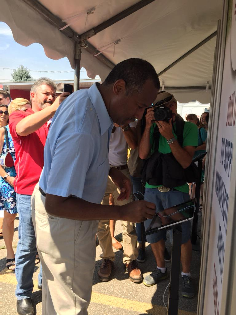 .@RealBenCarson stopped by our booth and signed up for our pro-manufacturing campaign http://t.co/KJR3BVTX5u