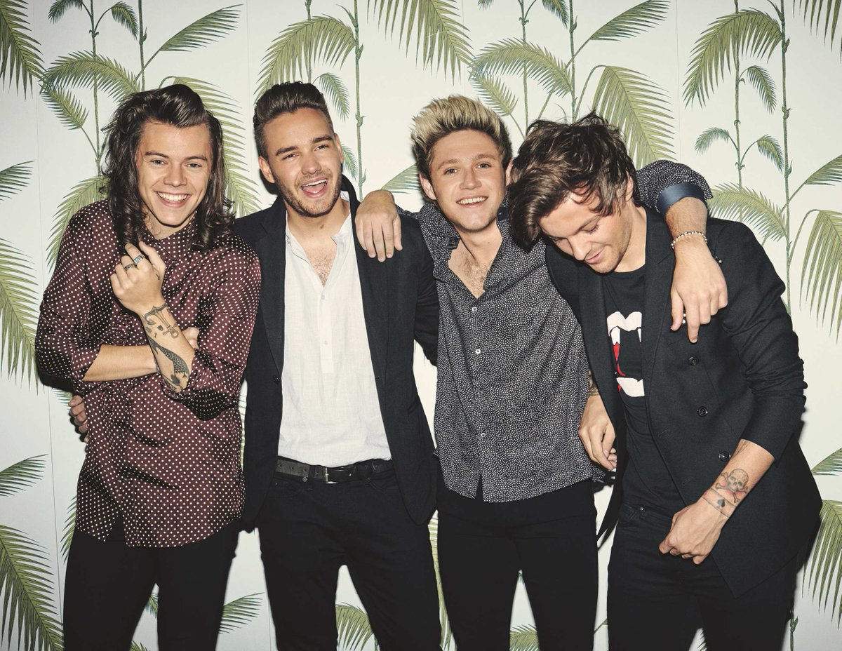 One Direction won 8 awards at the #TeenChoiceAwards! Congrats boys! Retweet if you are proud of them! #OneDirection http://t.co/fTdheB5Lk8