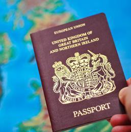 Brexit, timori di un'uscita del Regno Unito dall'Unione Europea: è caccia grossa alla doppia cittadinanza