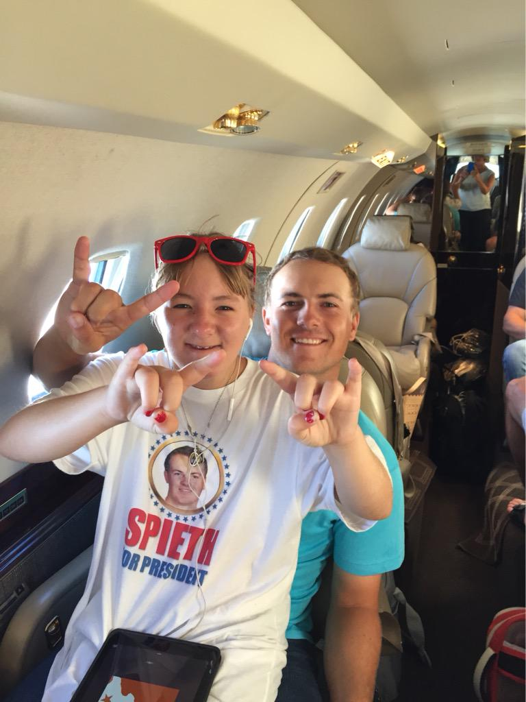 Jordan Spieth celebrates No.1 ranking with family and 'Hook 'em Horns'