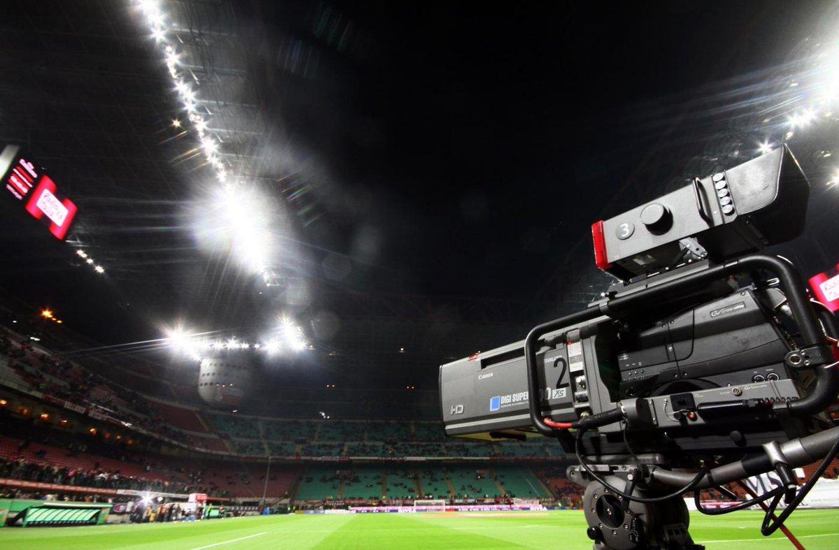 Calcio in Diretta TV oggi con Milan Barcellona e Liverpool
