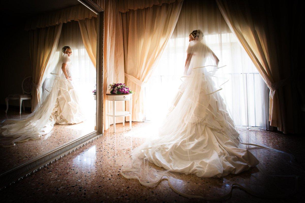 Matrimonio, il 76% delle future spose lo programma sotto l'ombrellone