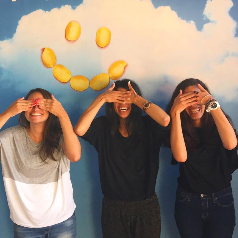 Luckily for us, we're always reminded to smile at the office! Help us spread the laughter! #intern #Chilloutroom ^hf http://t.co/dpOfLjPB0q