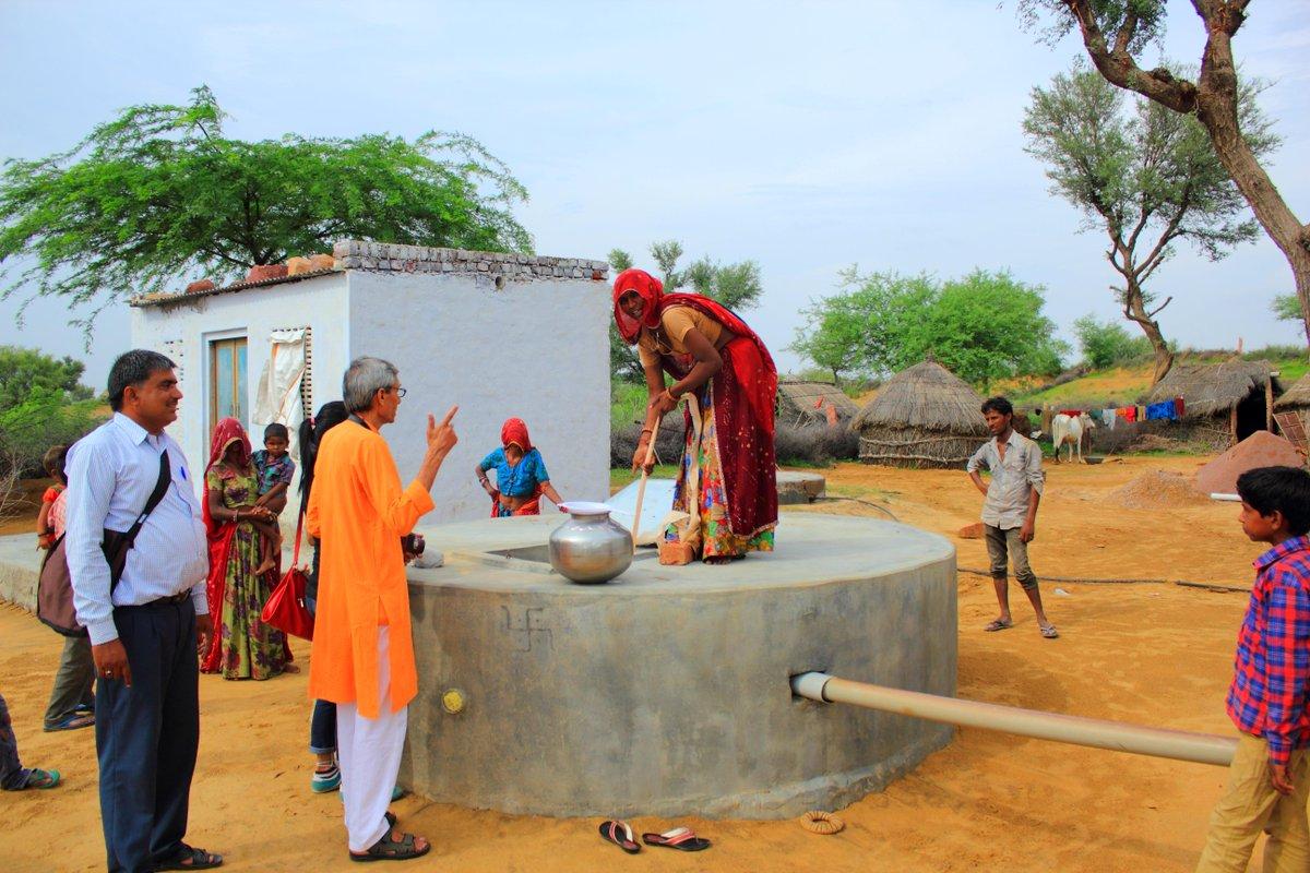 Construimos 30 pozos de agua en India gracias a la implicación de nuestros profesionales #MojateporelAguaenIndia http://t.co/ZqZwK0waL5