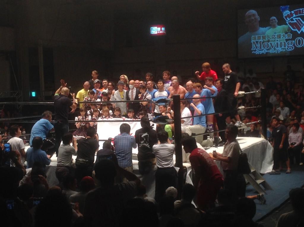 全試合終了後には皆の気持ちを受け取った垣原賢人さんが登壇。場内は大垣原コールに包まれました。この大会の模様は9月1日(火)に中継放送します。是非こちらをご覧頂き、これからも続く垣原さんの闘いを応援下さい! #samuraitv http://t.co/JYatA1KuAO