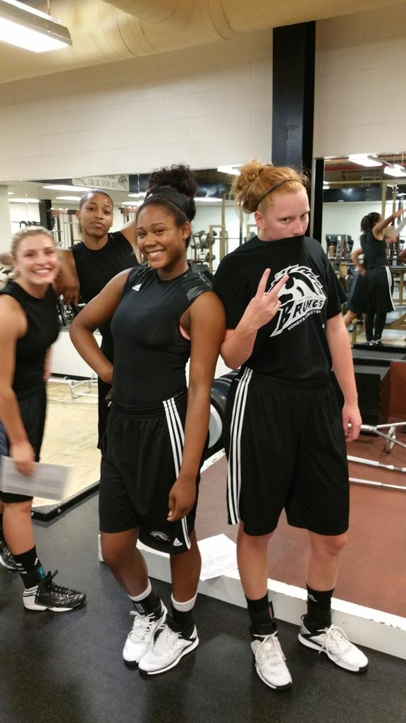 Silly girls always posing for the camera. Love these girls! @breannaamobley @lmccane20 @TeaganReeves @DebzM_24 #wmu http://t.co/fXQBefnEBG