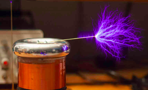 Hold lightning in the palm of your hand: Build your own Musical Tesla Coil with @MakerShed http://t.co/ziLYTcCZho http://t.co/jtN4cHGXtK