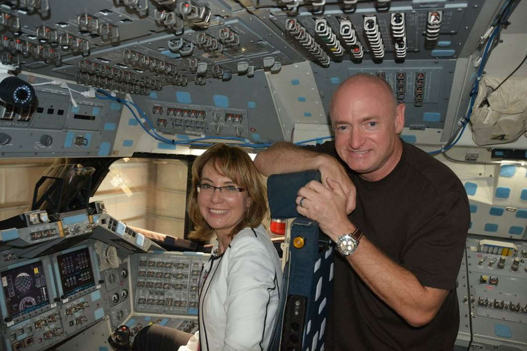 @ShuttleCDRKelly stopping by his old office :) Great to see you and @GabbyGiffords today! http://t.co/VlNTNldDgF