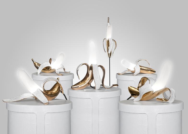 皮をむいたバナナが光る照明器具という、B級感ただようアイデアを美しい工芸品に仕上げてしまうデザイナーの力量に感服。  http://t.co/jDHuEEeGH6 http://t.co/36ShUKgEKa