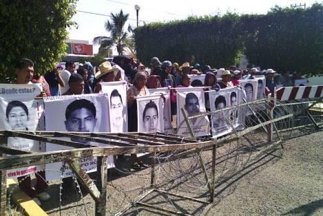 @epigmenioibarra Justicia p los43 #JusticiaParaRubenNadiaYeseniaY2mas  #AyotziVIVElaLUCHAsigue #PaseDeLista1al43 10pm<br>http://pic.twitter.com/5fTrxgR6uN