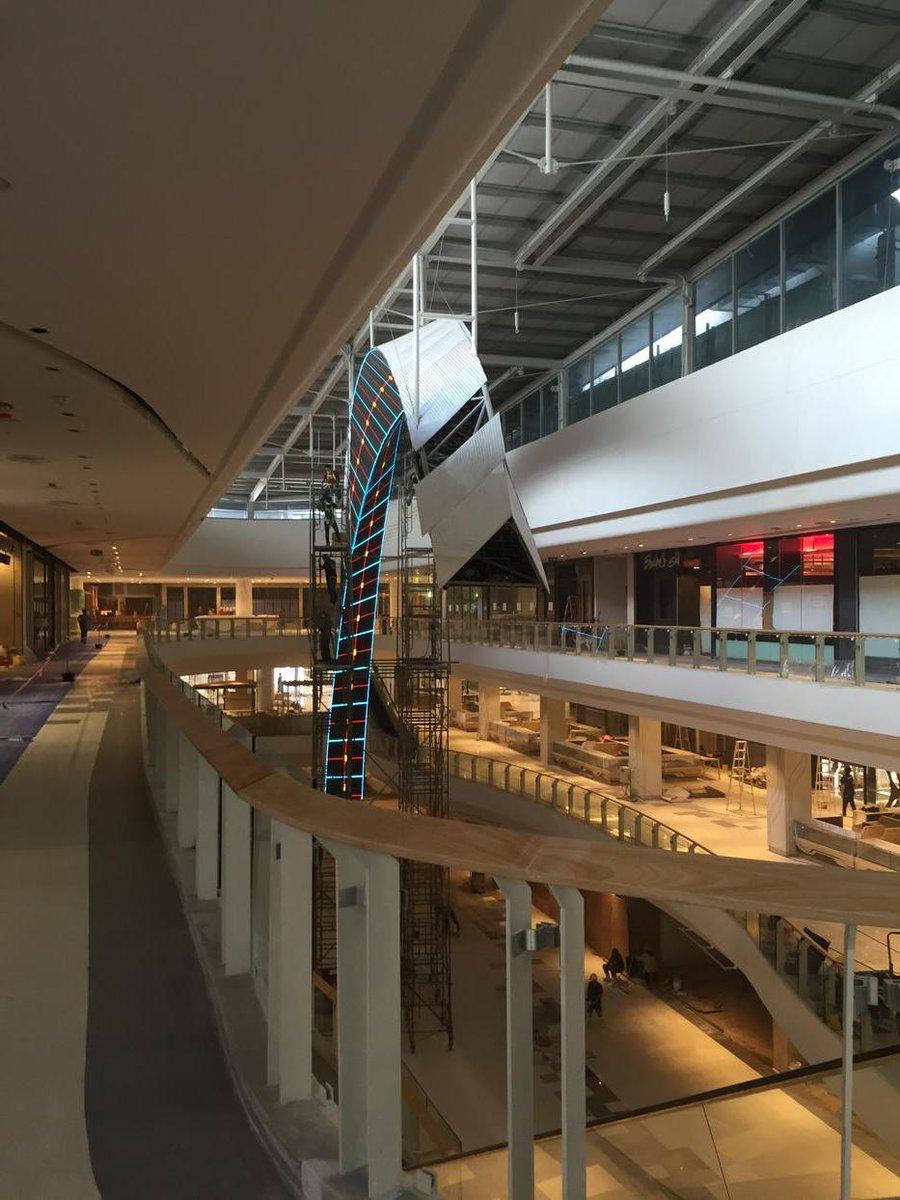 ดูเหมือนจอ LED สักอย่าง กำลังติดตั้ง Central Westgate http://t.co/bXRlHgRtdy