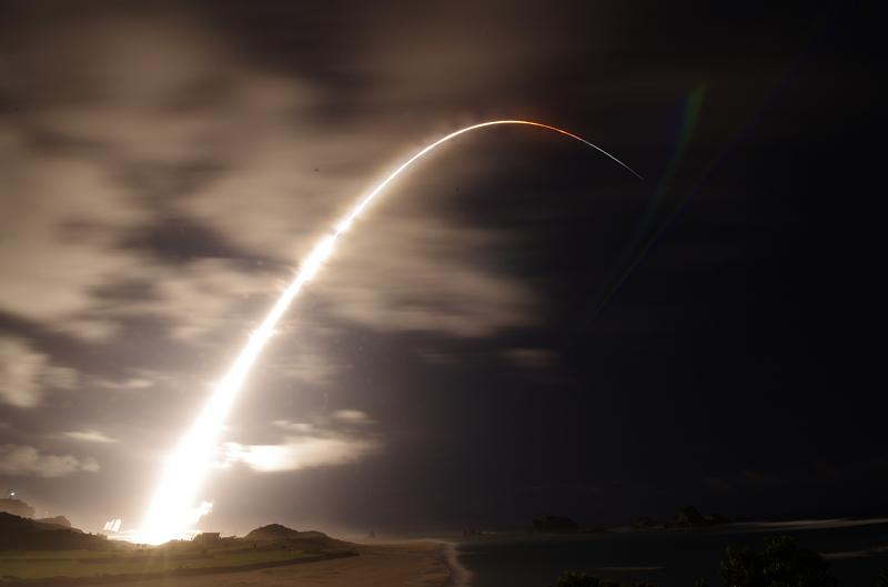 H2B F5 打ち上げ写真をもうひとつ。これは広角レンズ。 http://t.co/25iZWXPPbL