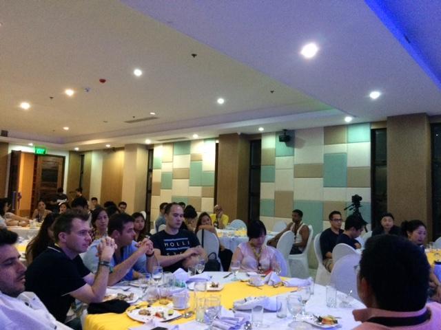 Serious talks at #Investors private roundtable meeting. Thanks @IdeaSpacePh  @SMARTCares  @SmartDevnet  @PLDT_Cares http://t.co/ky0jSD7NPL