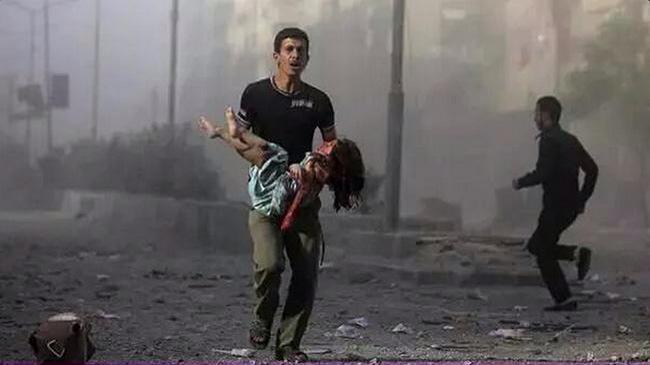 世界に目を向けて考えて下さい。平和を維持してると?大国の傘の下の平和?でも、海の向こうではずっと争いが起きていた。己に火の粉が降りかからなければ平和ですと?己を守るのは己。誰がこの国を守るの?昨日のシリアの画像 #Syria #シリア
