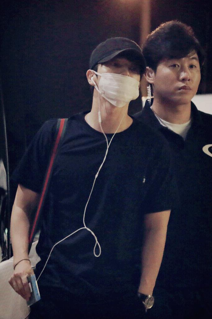 150812 Donghae at Suvarnabhumi airport #DnEinBBK http://t.co/IEJYOi7ro2