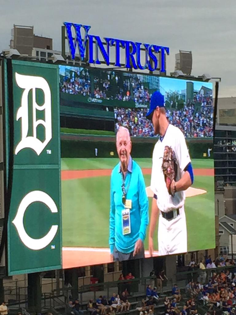 WWII Vet Dick Duchossois of @ArlingtonRacing throws out the pitch! #GoCubsGo http://t.co/898LVKzrzQ